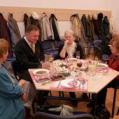 Primátor Petr Beitl přivítal dvacítku osamělých občanů na štědrovečerním odpoledni