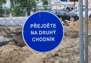 Značka - Přejděte na druhý chodník, autor: Petr Vitvar
