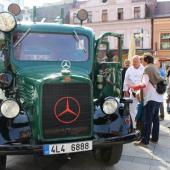 Hasičský vůz Mercedes – Benz na Mírovém náměstí, autor: Markéta Hozová