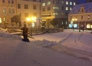 Úklid sněhu u radnice, autor: Markéta Hozová